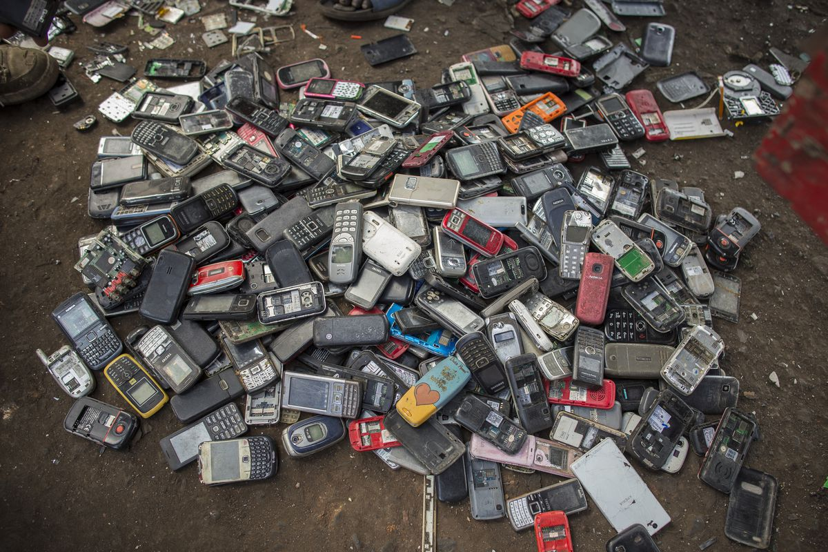 Smartphone recycling this is where your iphone goes when you throw it away recode - Recycling mobel ...