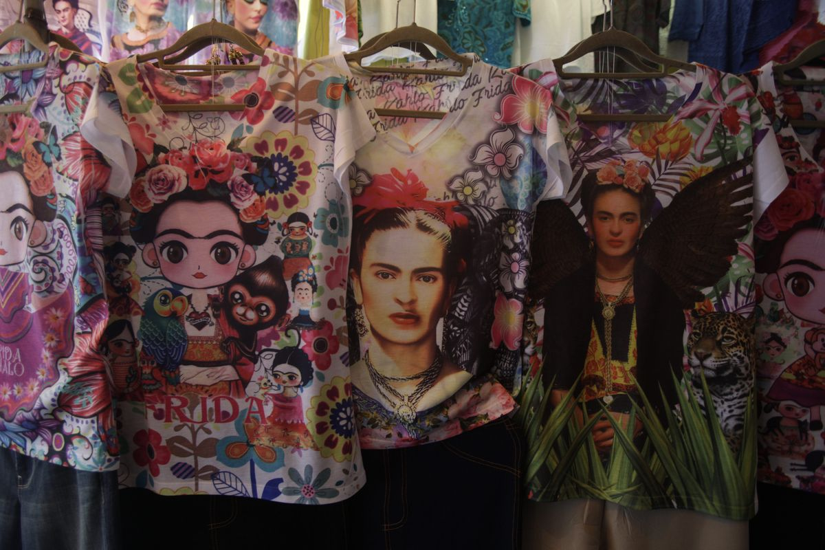 Frida Kahlo T-Shirts and Brow Trends Misunderstand the Woman - Racked