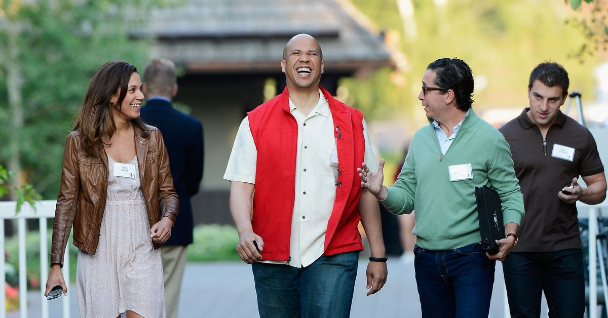 Silicon Valley Loves Cory Booker. That Could Be a Problem for Him.