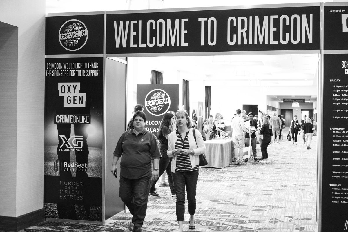 Conventiongoers outside the entrance to CrimeCon (Molly Fitzpatrick)