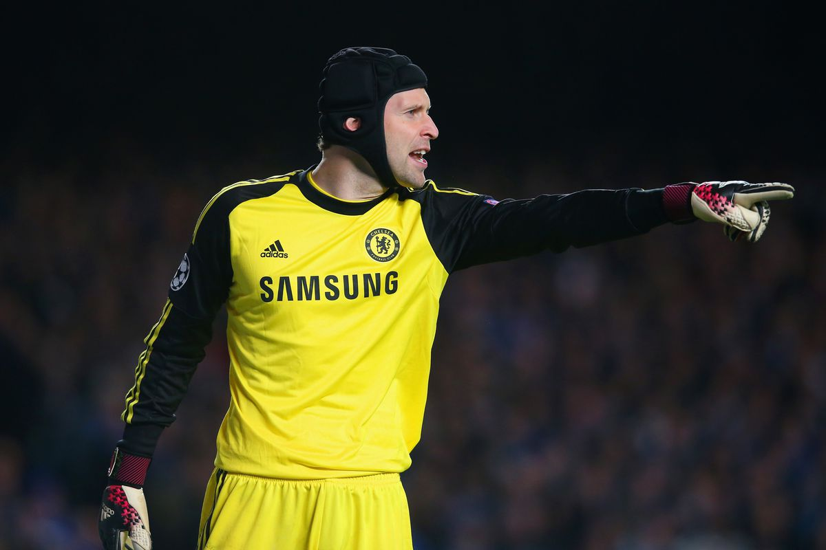 Petr Cech injury Chelsea goalkeeper substituted against Atlético