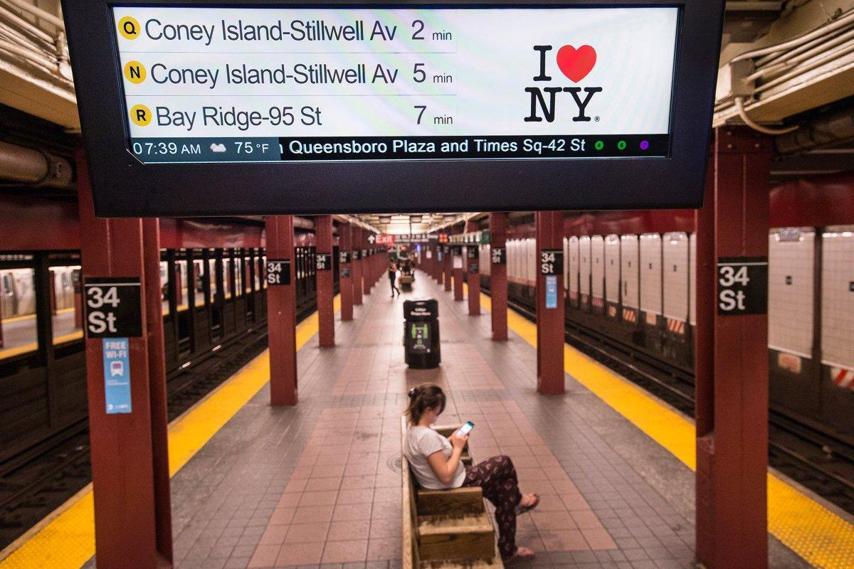 after 11 years every nyc subway station finally has countdown