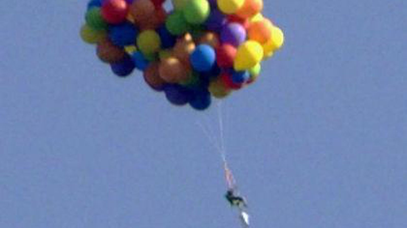 Lawn chair larry walters - Man Flying Over Canada In Balloon Powered Lawn Chair Is Real Life Up Sbnation Com