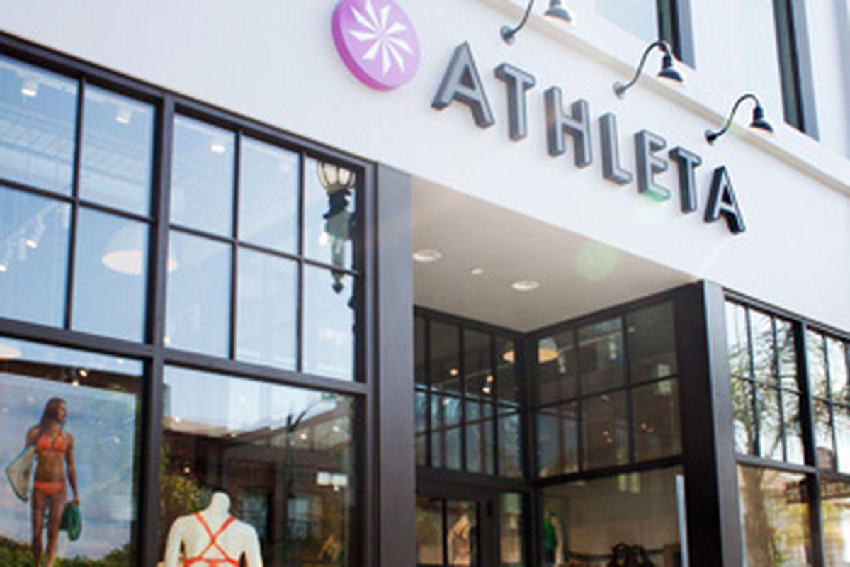 """Image <a href=""""http://stores.athleta.net/store-7088/"""">via</a>"""