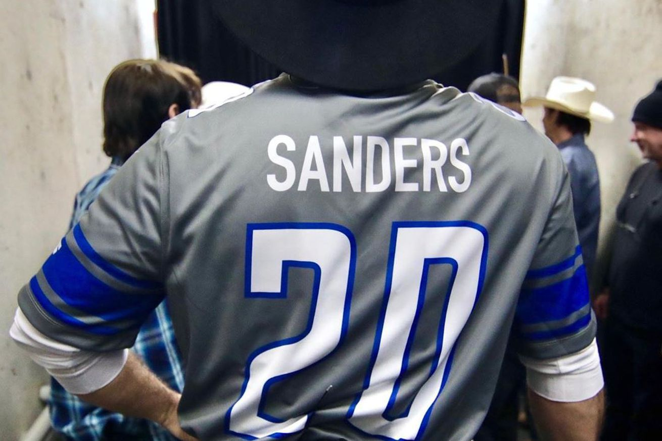 Garth Brooks fans mix up Barry Sanders with Bernie Sanders on a jersey