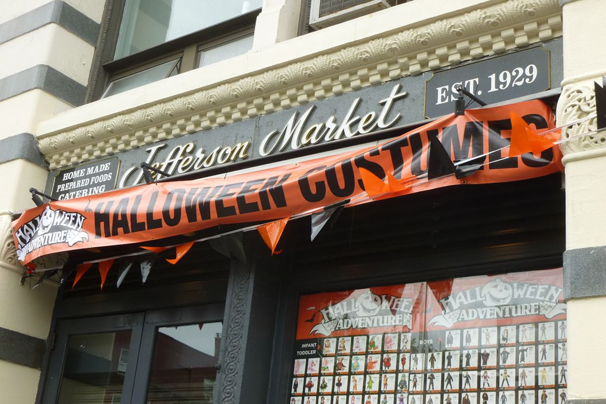"Image via <a href=""http://vanishingnewyork.blogspot.com/2012/10/jefferson-market-spooked.html"">VNY</a>"
