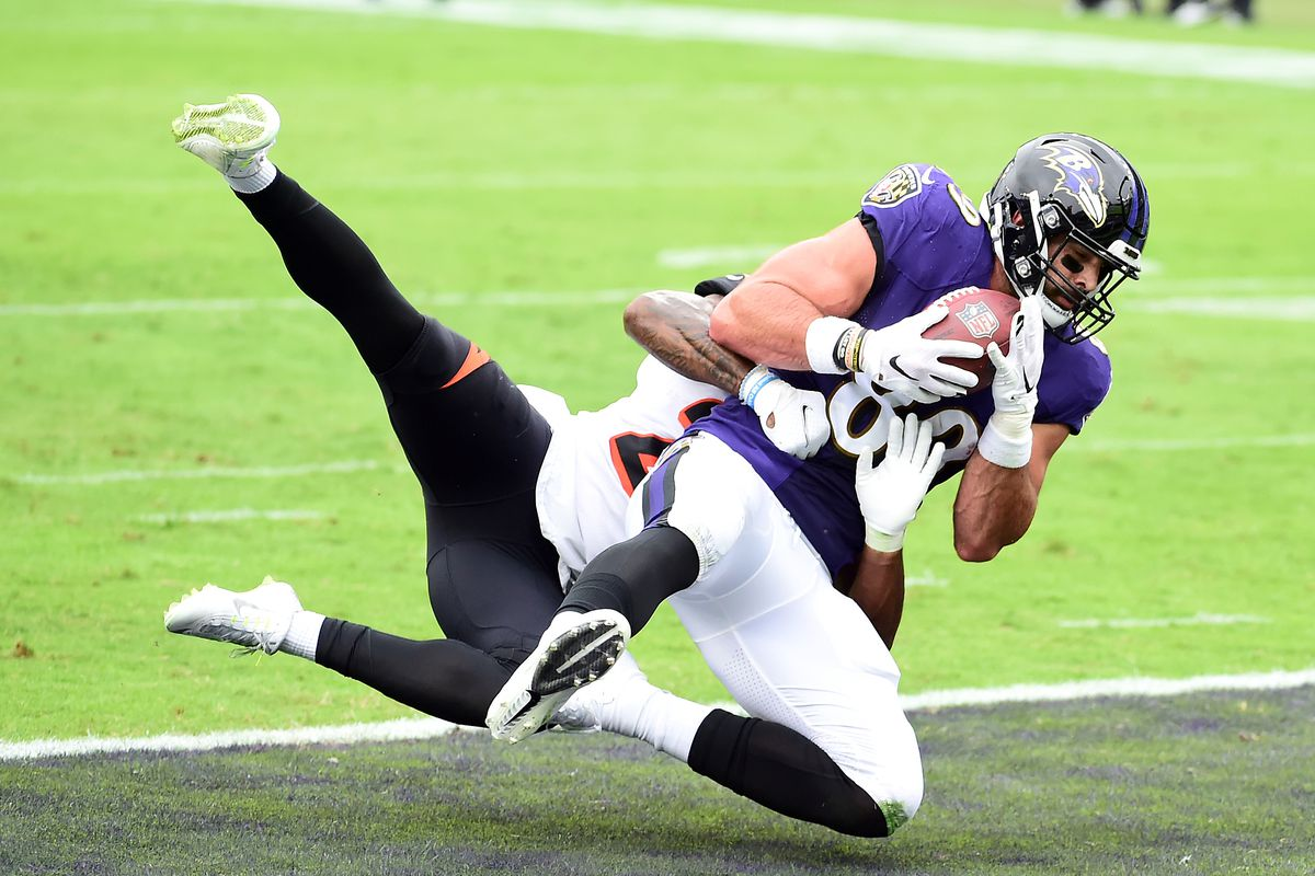 Baltimore Ravens tight end Mark Andrews (89) catches a touchdown in the first quarter against the Cincinnati Bengals at M&T Bank Stadium.