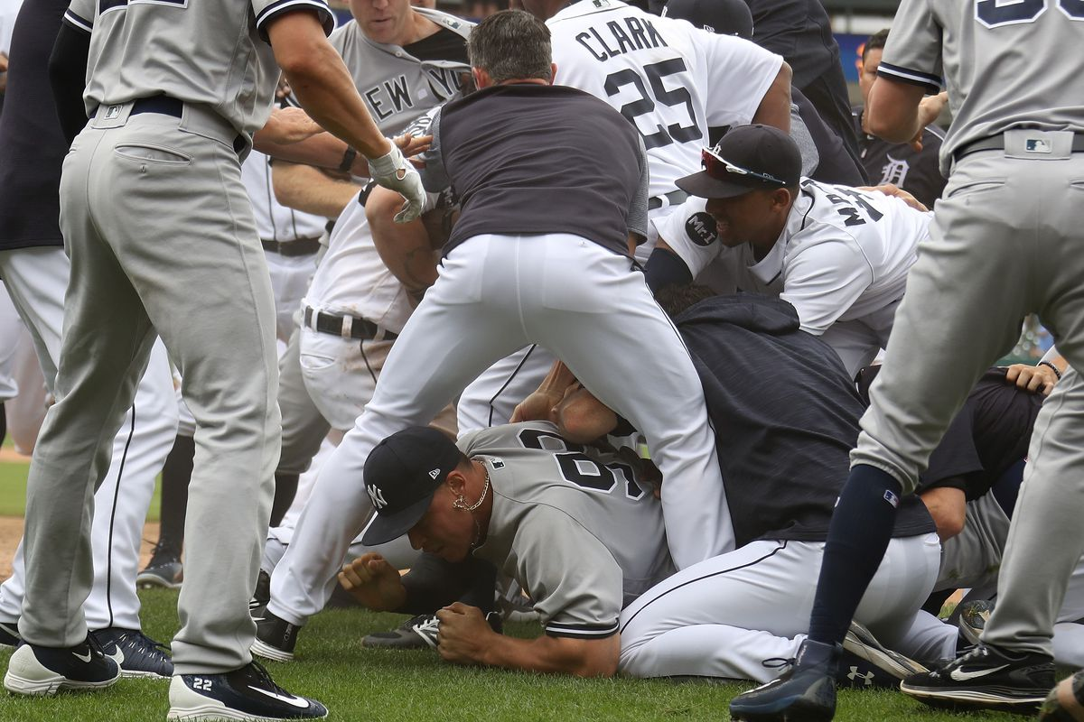 Tigers' Miguel Cabrera shoves Yankees' Austin Romine to ignite bench-clearing brawl