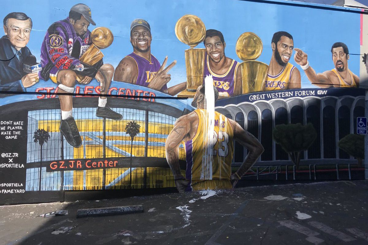 c138c495b189 Lakers fans aren t destroying murals of LeBron James - Silver Screen ...