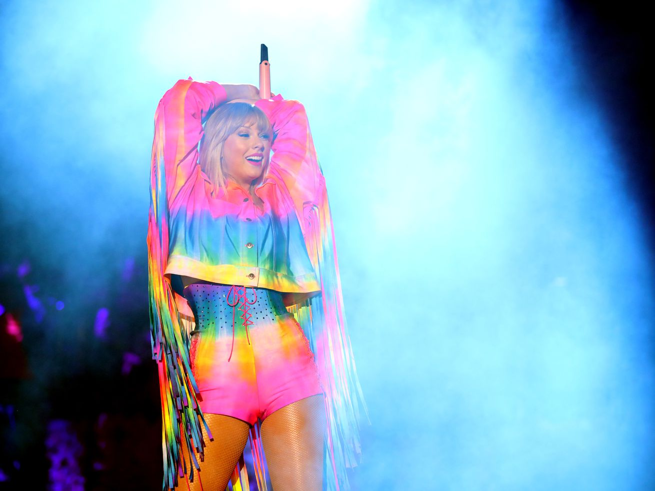 Taylor Swift performs onstage at an iHeartRadio concert in Carson, California,