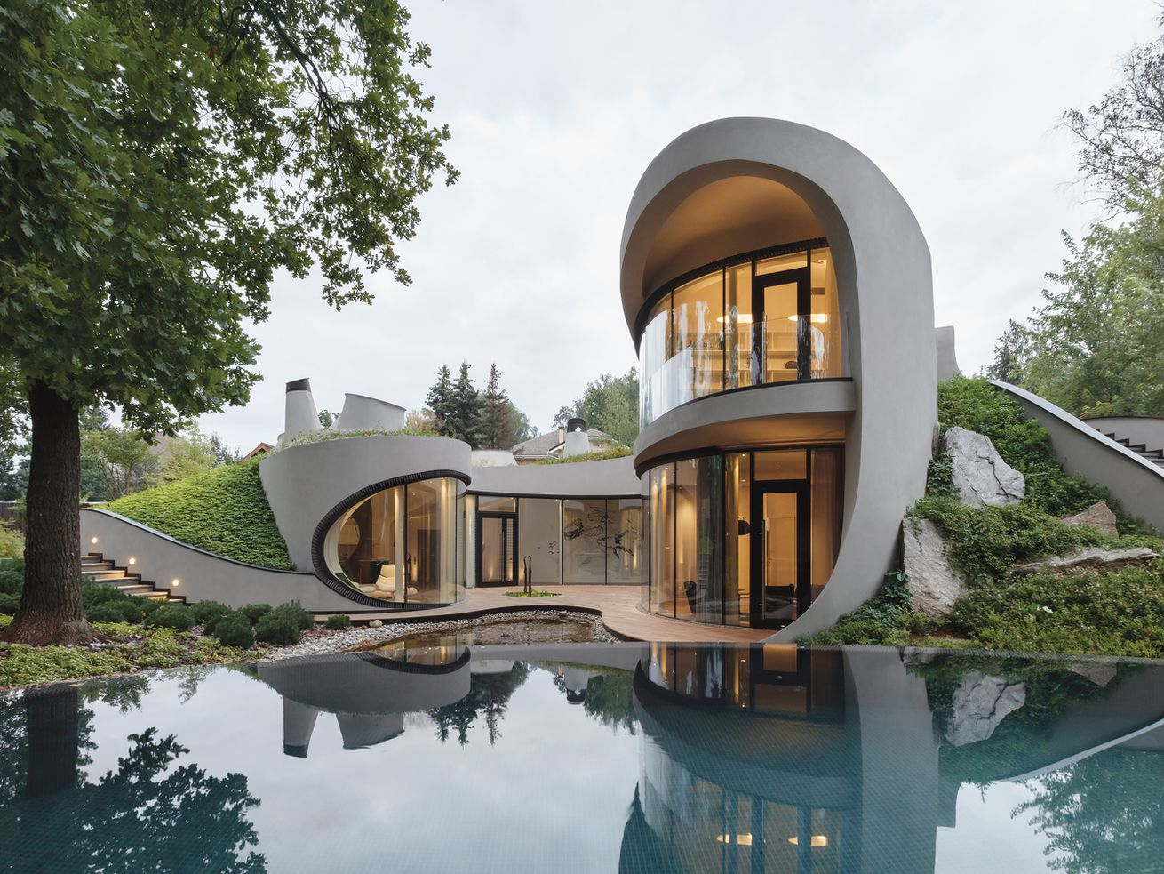 Futuristic modern home goes all in on curves