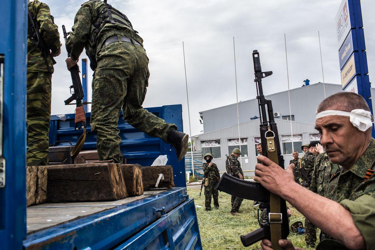 Pro-Russia militias organize in Pisky, Ukraine