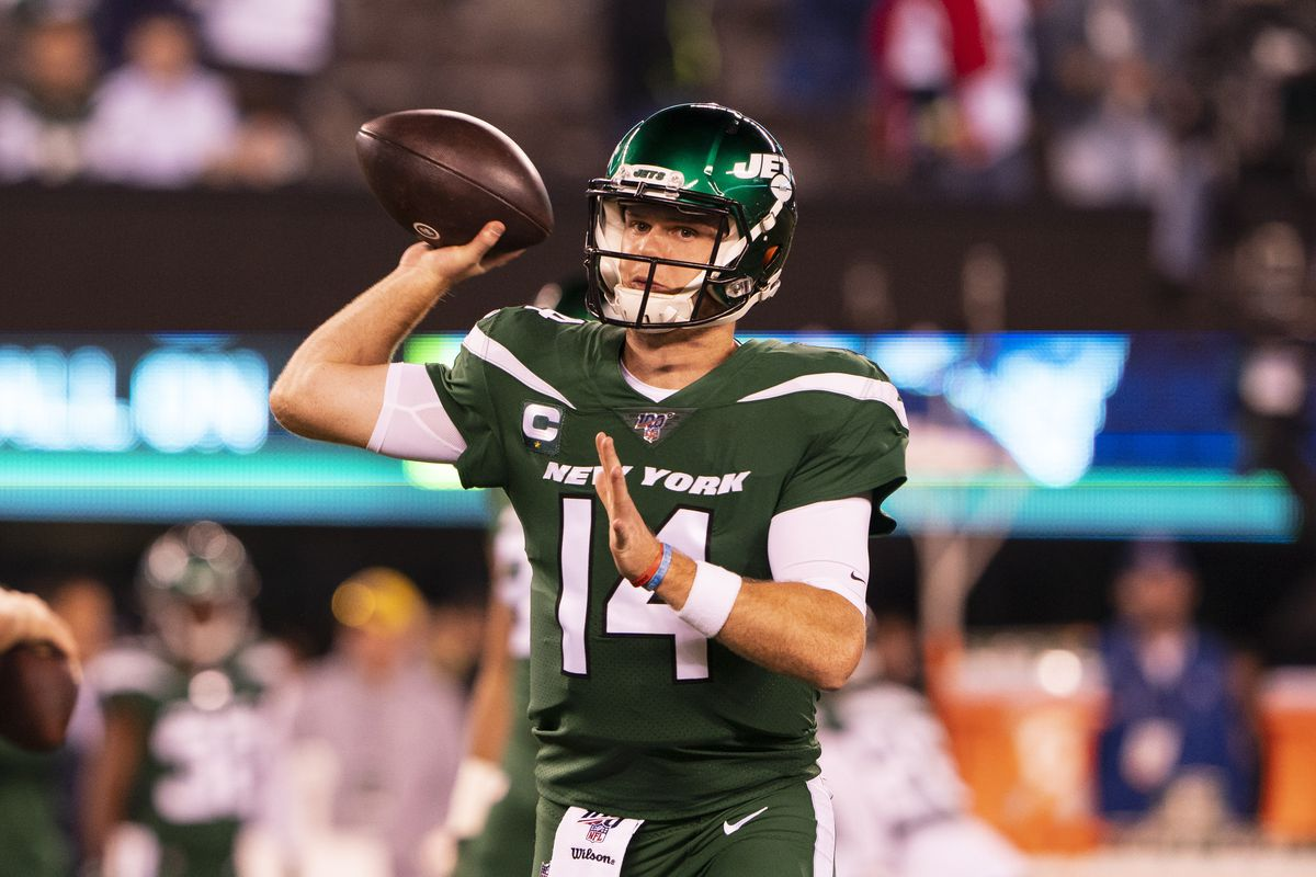 New York Jets Quarterback Sam Darnold warms uo prior to the National Football League game between the New England Patriots and the New York Jets on October 21, 2019, at MetLife Stadium in East Rutherford, NJ.