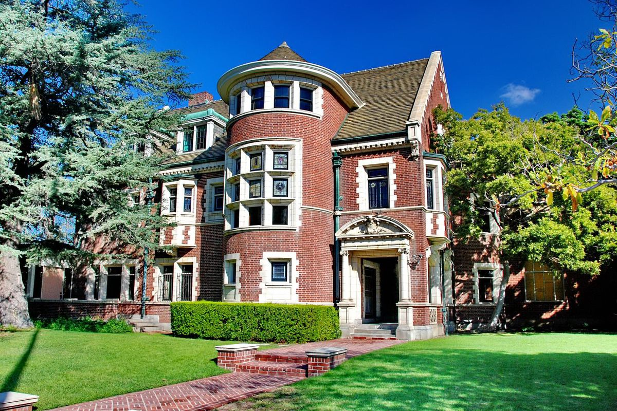 American Horror Story Mansion S New Owners Tormented By