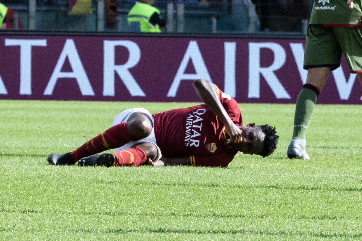 Amadou Diawara of AS Roma injured his knee during the Serie...