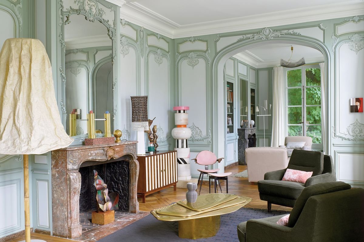 French Architect ettore sotsass fills the classic paris apartment of french