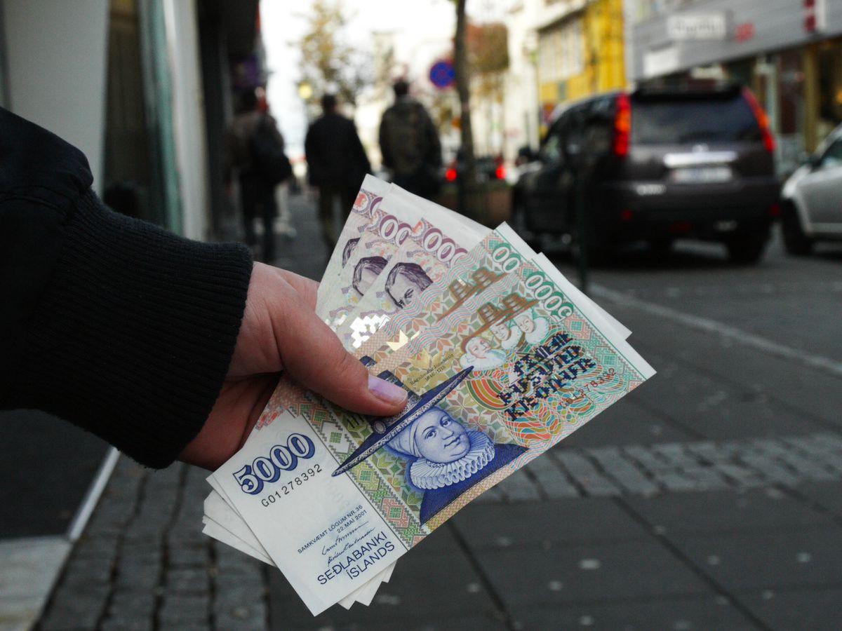 Handful of Icelandic bills