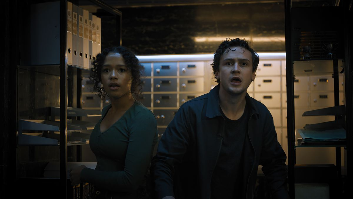 Zoey and Ben in the deadly bank escape room in Escape Room: Tournament of Champions