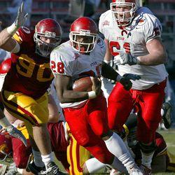 Utah running back and MVP Dameon Hunter runs as Utah beat USC 10-7 in the Las Vegas Bowl on Dec. 25, 2001.