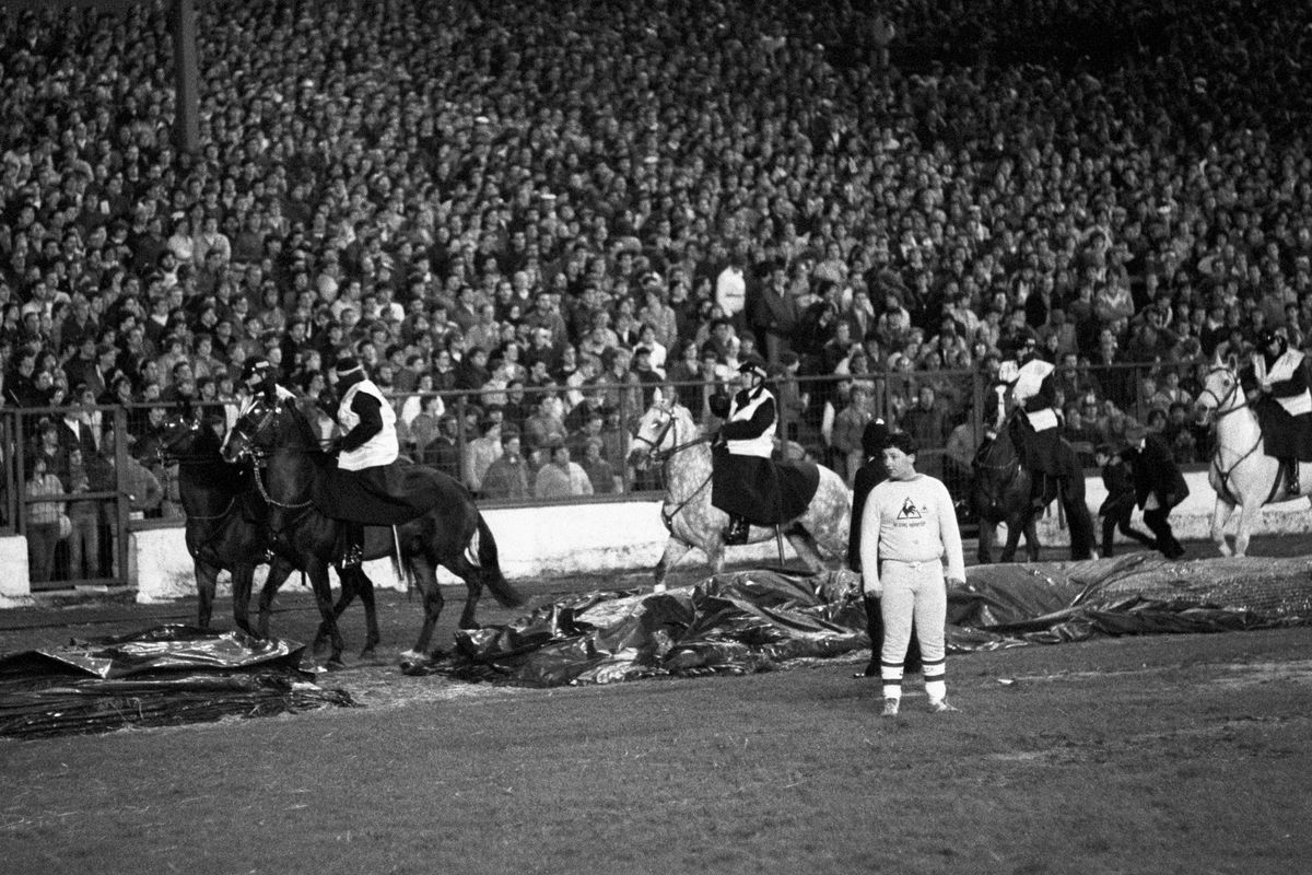Soccer - Milk Cup - Semi Final - Second Leg - Chelsea v Sunderland - Stamford Bridge