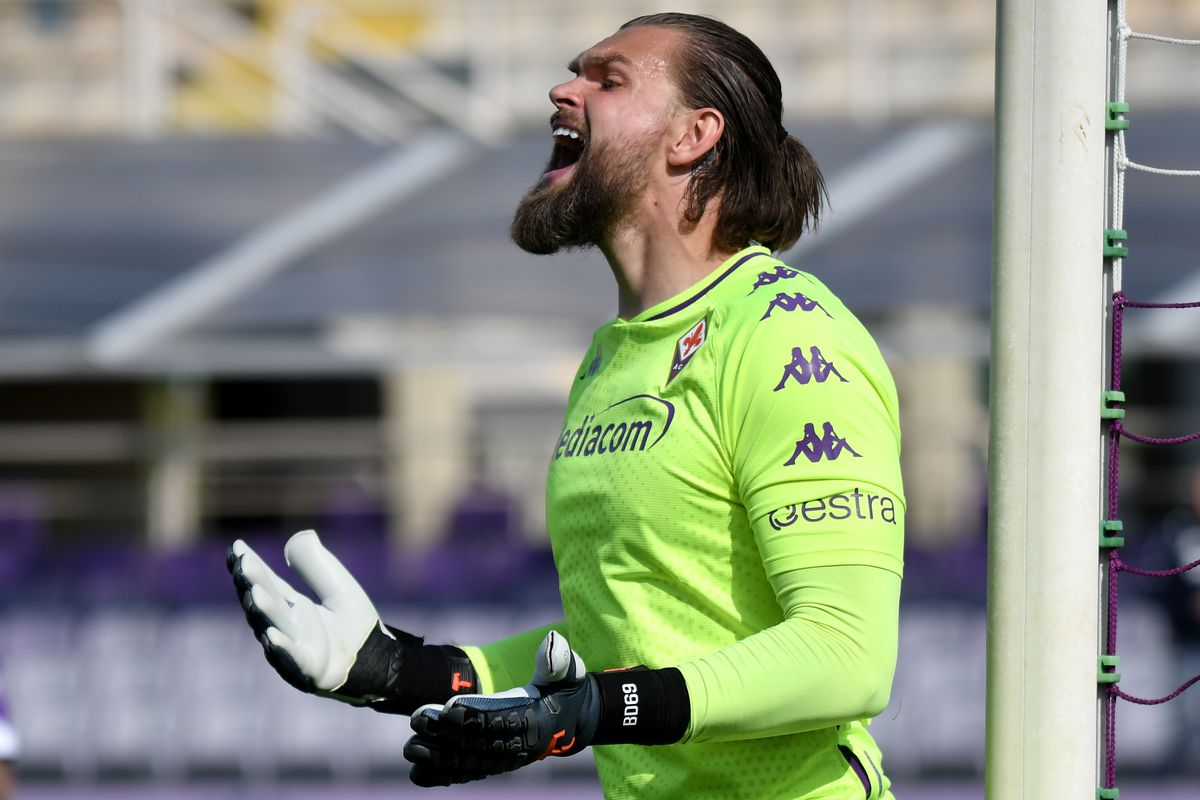 Bartlomiej Dragowski of ACF Fiorentina reacts during the...