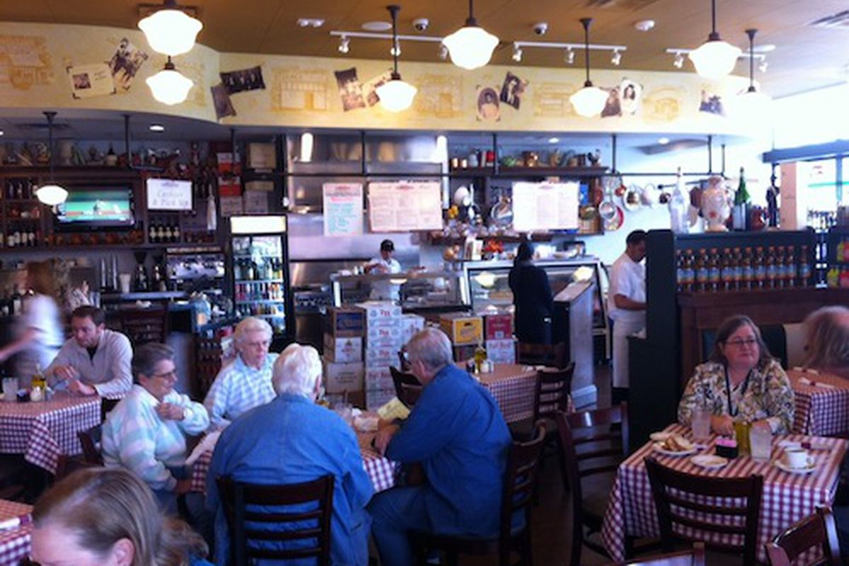 D'Amico's (Heights) dining room.