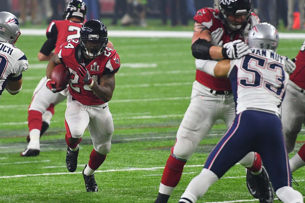 Devonta Freeman inks 5-year deal with Falcons
