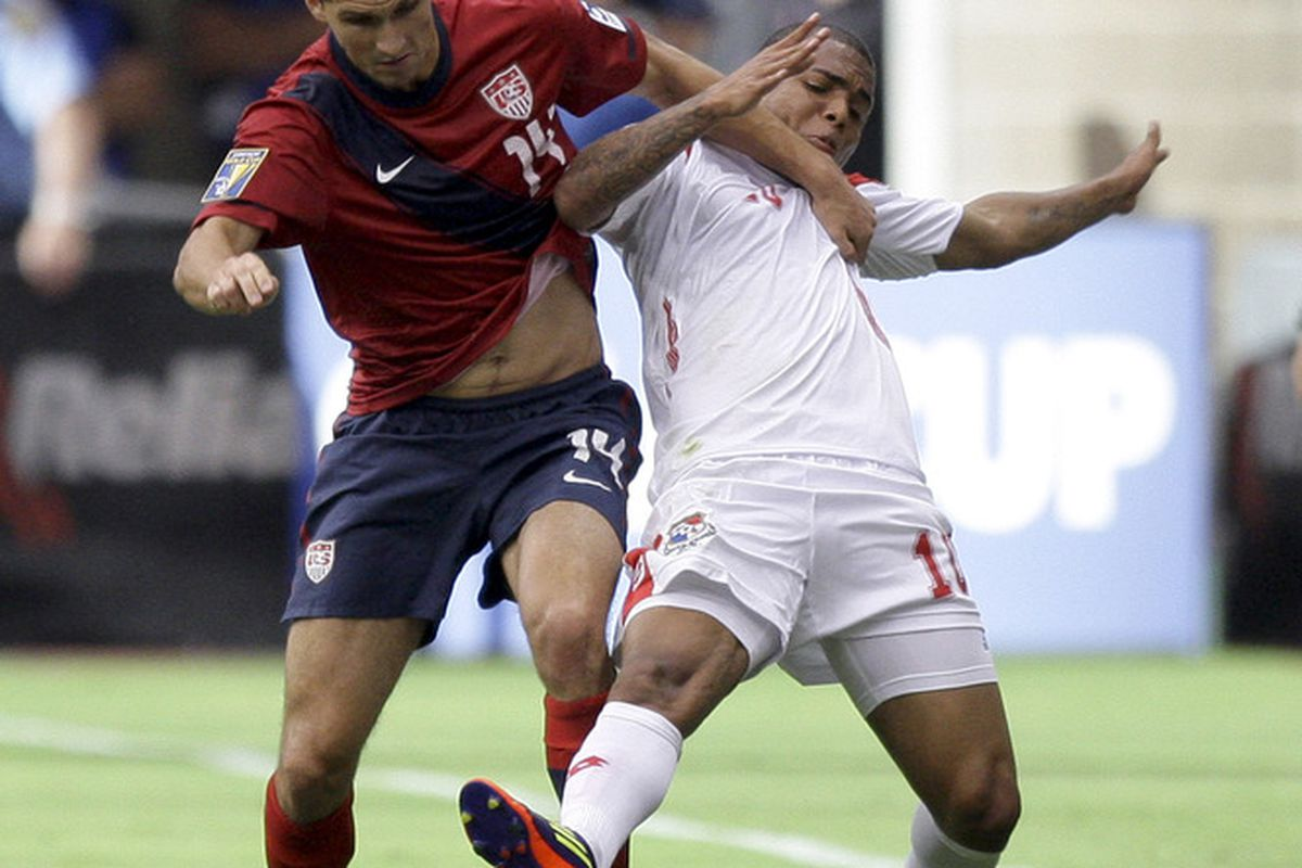 HOUSTON - JUNE 22:  Nelson Barahona #10 of Panama fights with Eric Lichaj #14 of the United States for possession of the ball in the first half at Reliant Stadium on June 22, 2011 in Houston, Texas.  (Photo by Bob Levey/Getty Images)