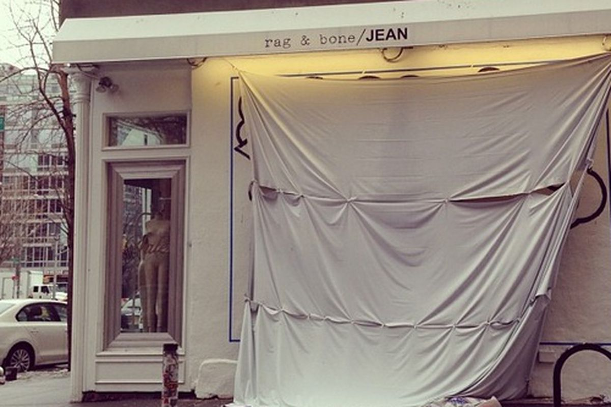 "Rag &amp; Bone preps for a new mural. Photo via <a href=""http://instagram.com/rackedny"">RackedNY</a>/Instagram"