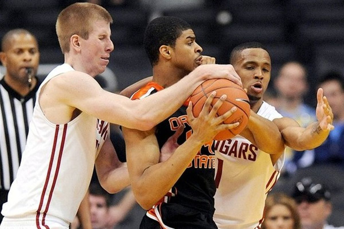 Oregon St.'s Devon Collier fights through the defense of Washington St.'s Brock Motum and Reggie Moore. Collier finished with a game high 19 points. <em>(US Presswire photo)</em>