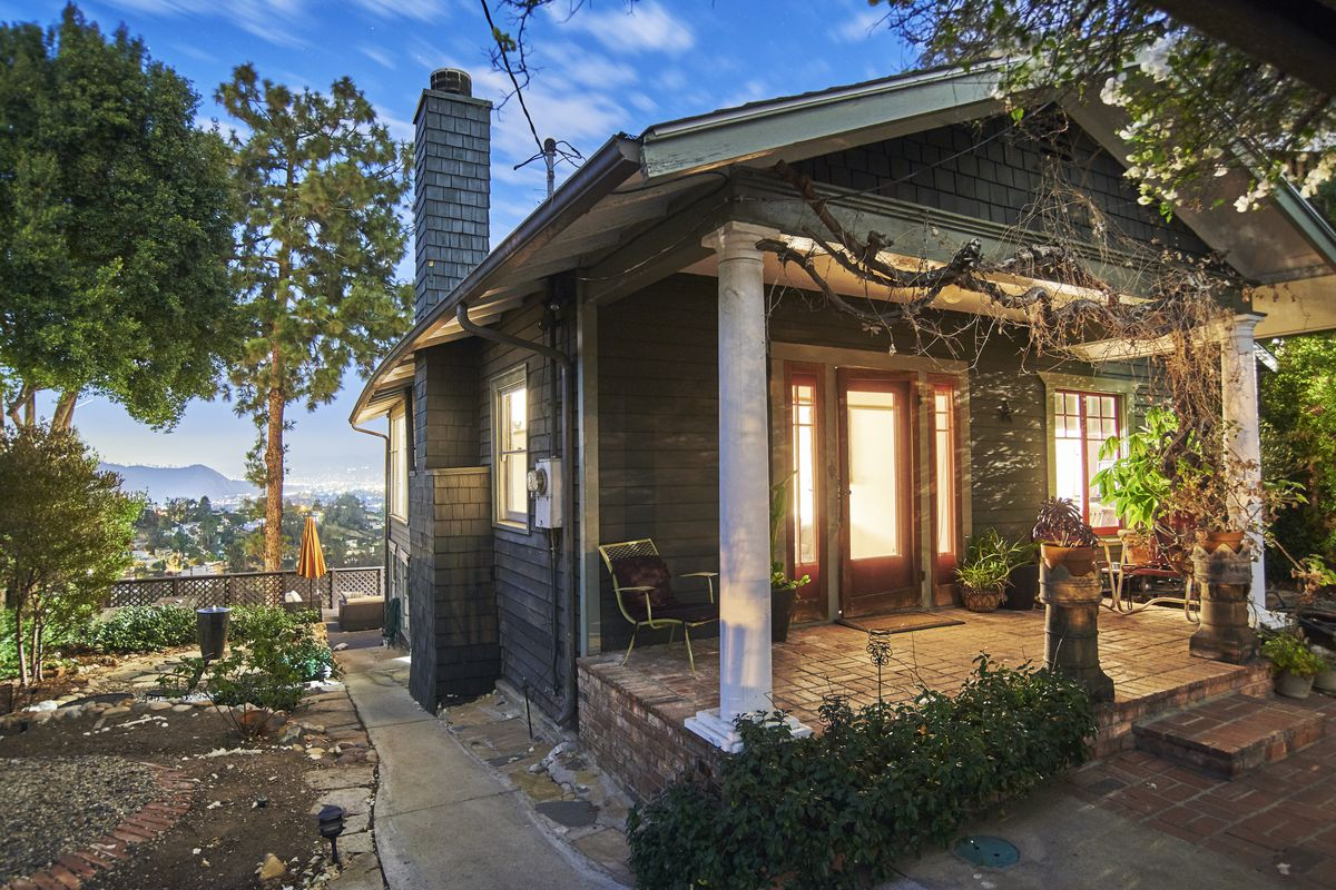 Clapboard cottage in elysian heights asking 1 2m curbed la for Cottages in los angeles