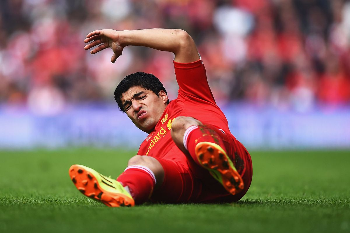 I'm not implying that Suarez dives. Not at all.