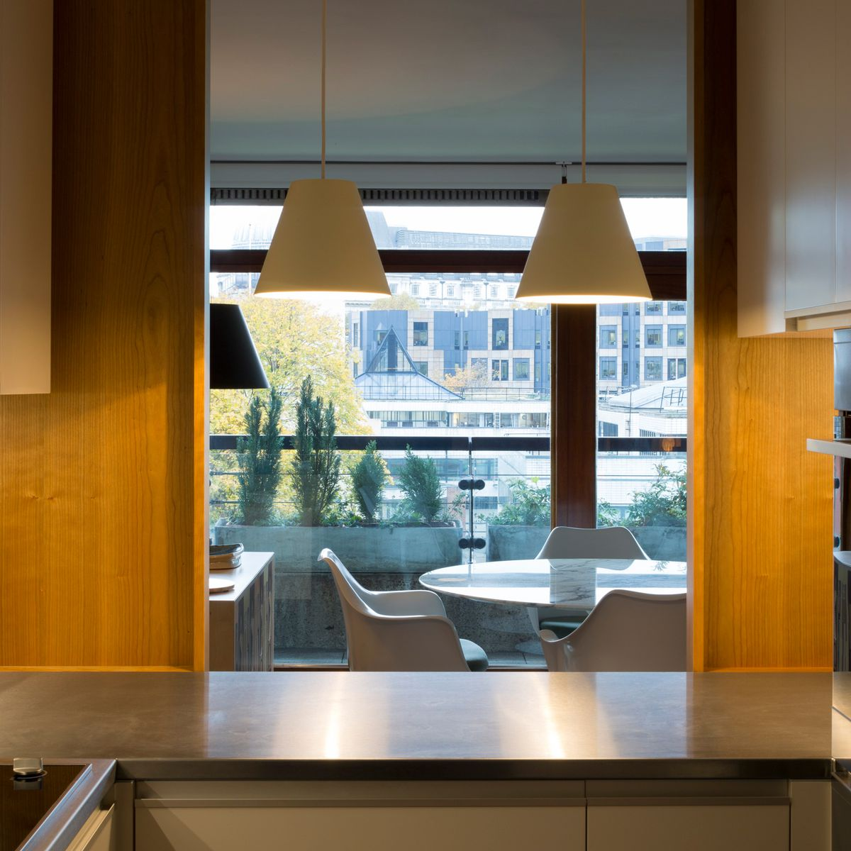 At London's Barbican Estate, midcentury apartment gets ...