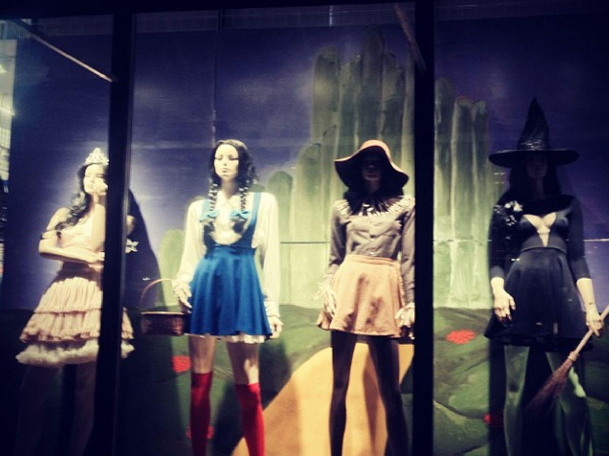 "American Apparel Wizard of Oz window via <a href=""http://instagram.com/p/fL9ZPwIPYJ/"">@americanapparelboston</a>/Instagram"