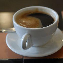 "<b>Americano</b>: espresso and hot water. (<a href=""http://www.cooplamaisonverte.com/en/node/68"" rel=""nofollow"">Photo</a>)"