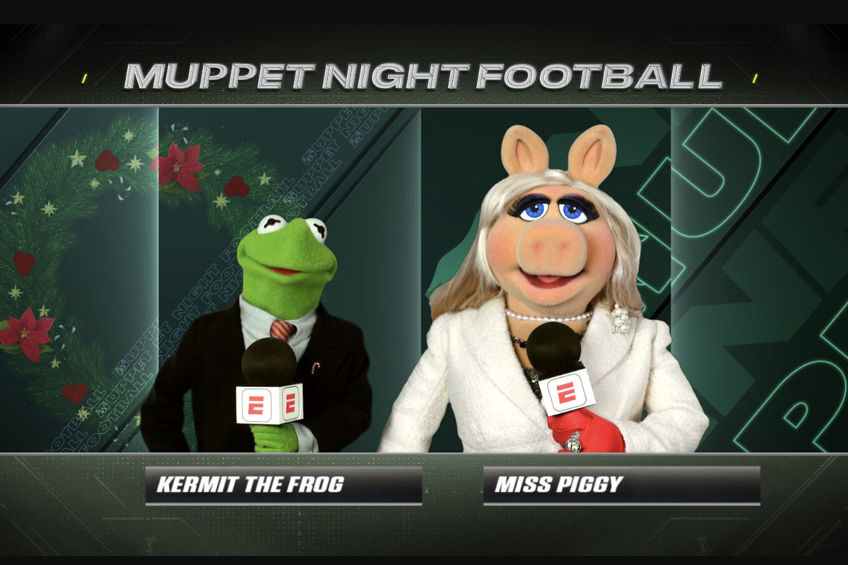 Kermit the Frog and Miss Piggy in ESPN's Monday Night Football booth