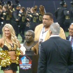 Willie Roaf being honored for entering the NFL Hall of Fame at halftime.