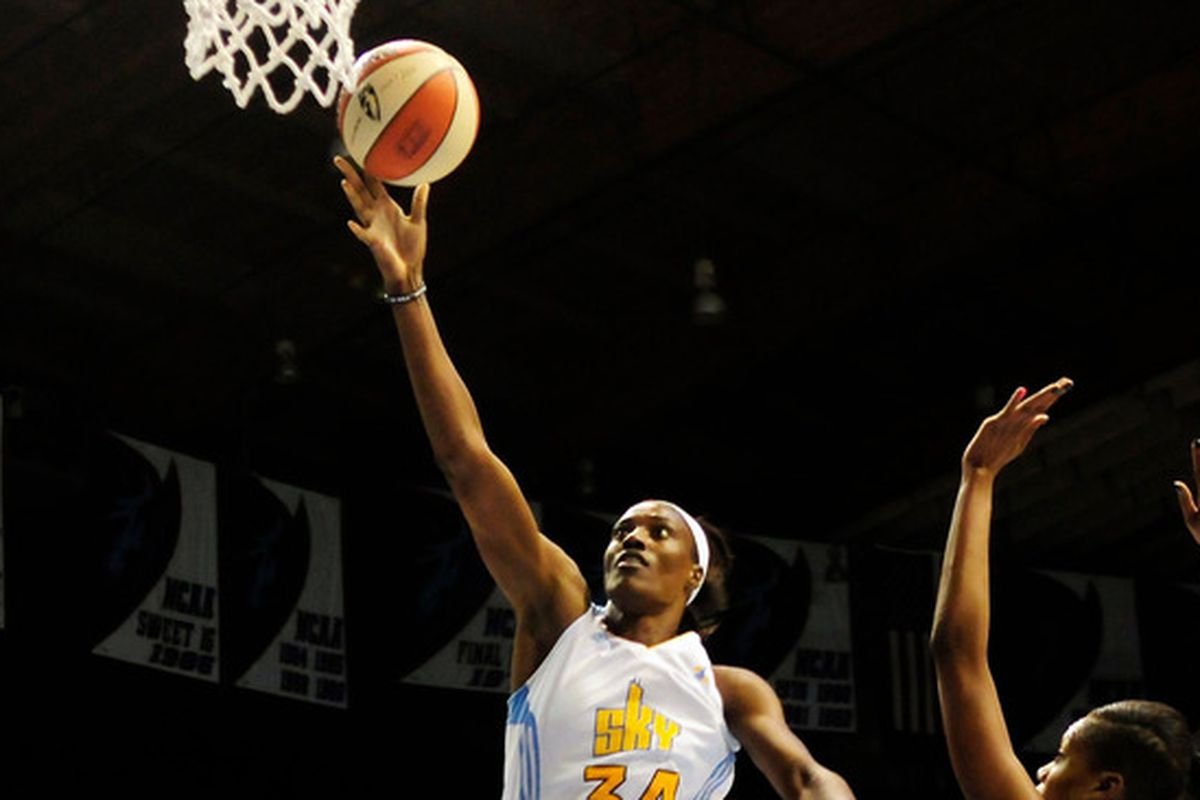 Sylvia Fowles led the Sky with an impressive individual performance.