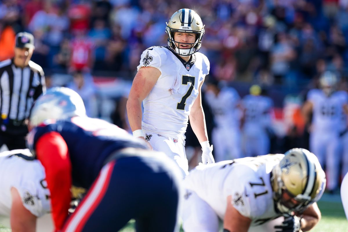 New Orleans Saints quarterback Taysom Hill (7) looks over the New England Patriots defense during the second half at Gillette Stadium.