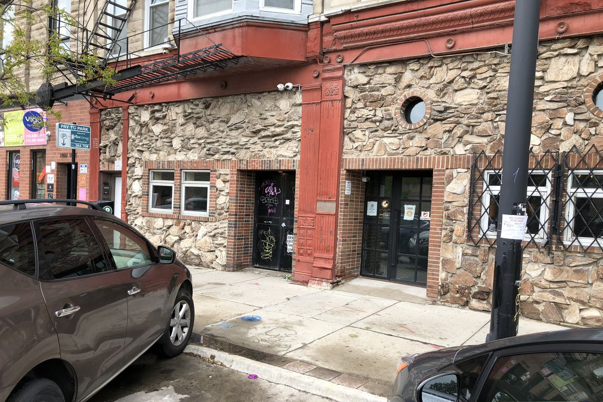 To settle a lawsuit, the city of Chicago granted the owners of The Giant Penny Whistle permission to open despite a liquor-license moratorium barring new taverns on that block.