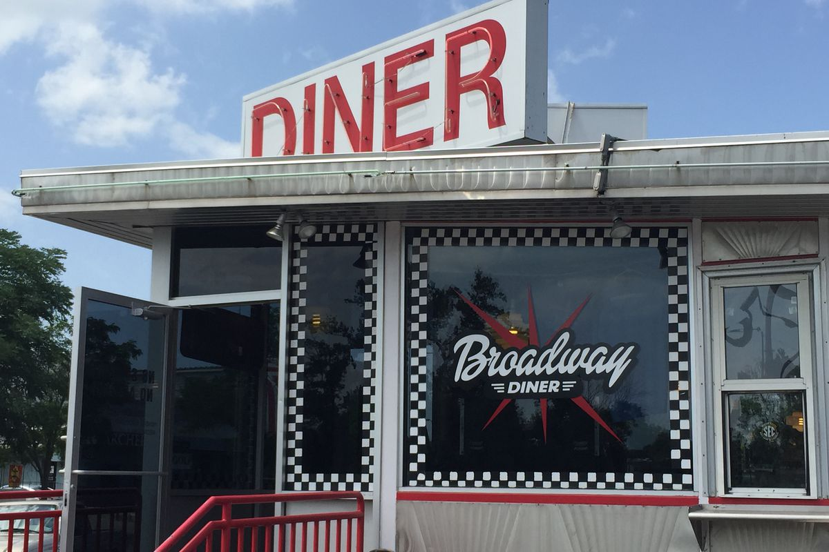 The Broadway Diner Food And Fans On Fourth Street Rock