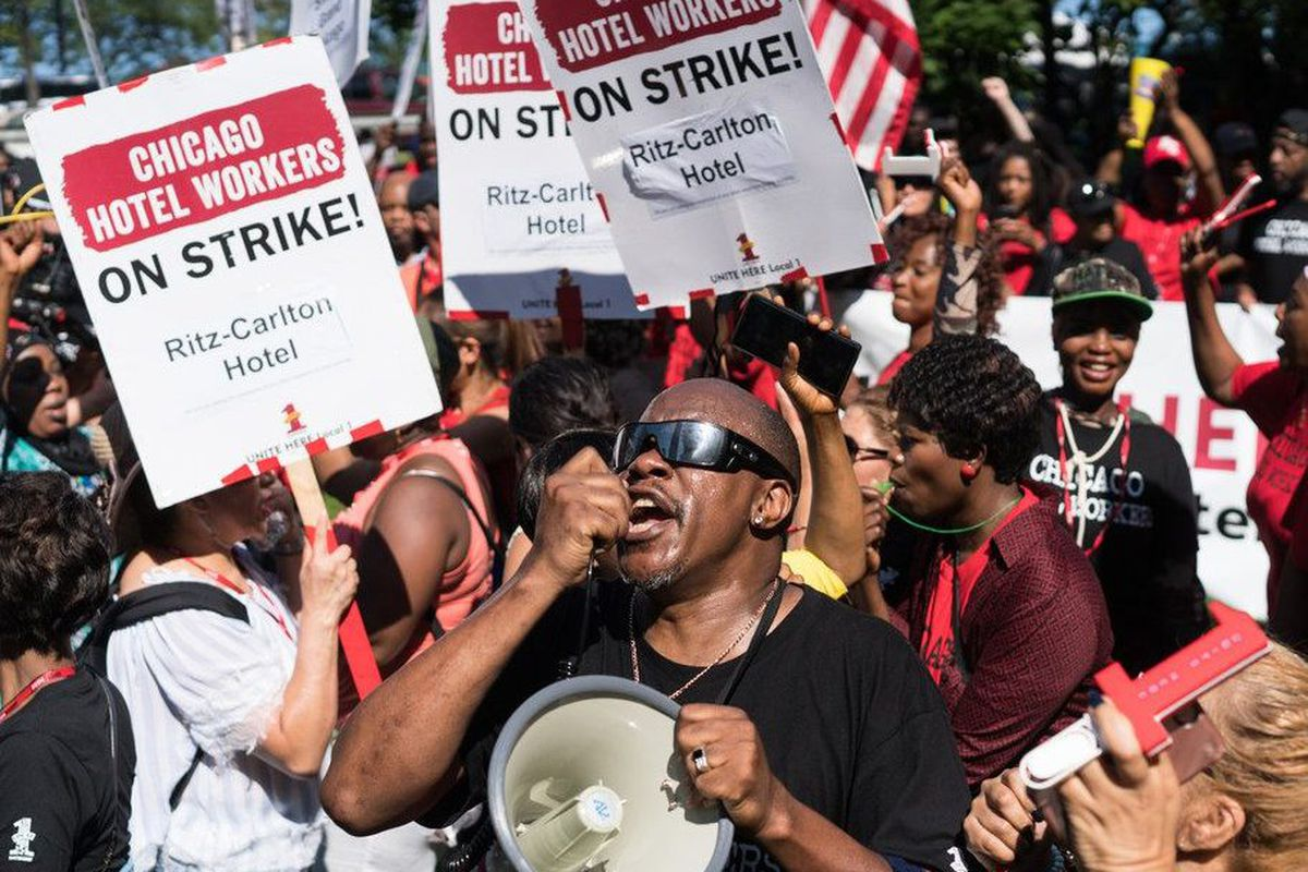 Chicago hotel strike ends at 7 downtown hotels but drags on at 19