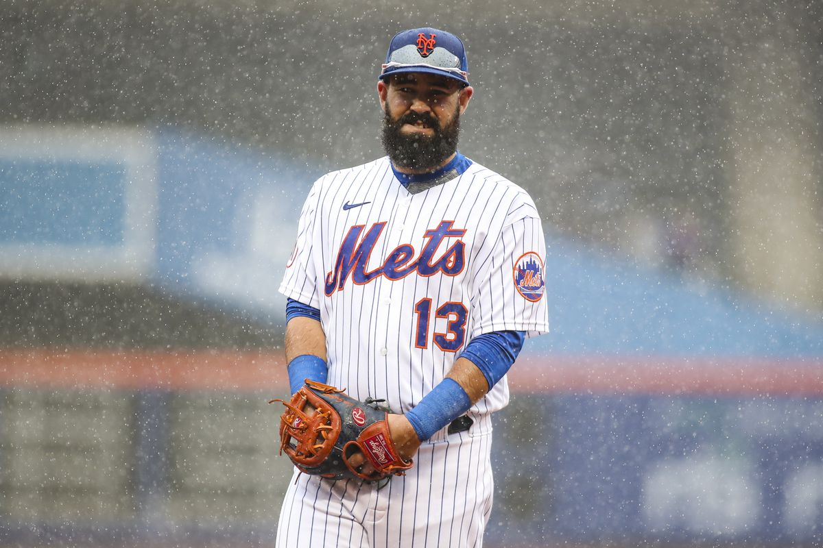 New York Mets third baseman Luis Guillorme takes the field in the top of the first inning against the Miami Marlins prior to the rain delay at Citi Field.