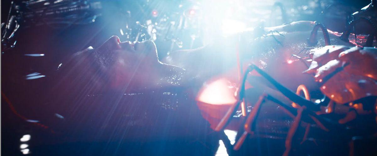 Sentinel robots plug Neo into Machine City