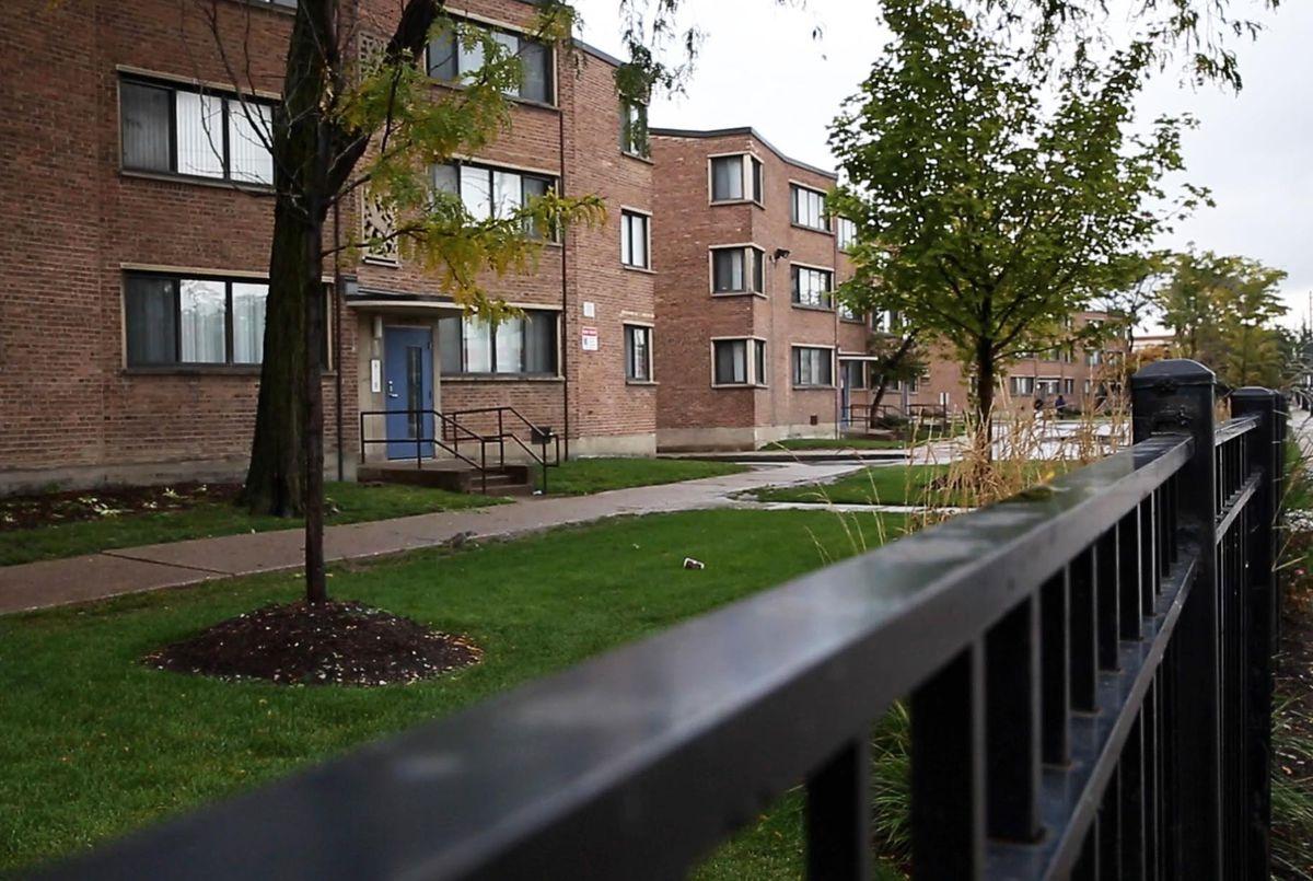 Parkway Gardens Apartments dans le bloc 6400 de Martin Luther King Drive