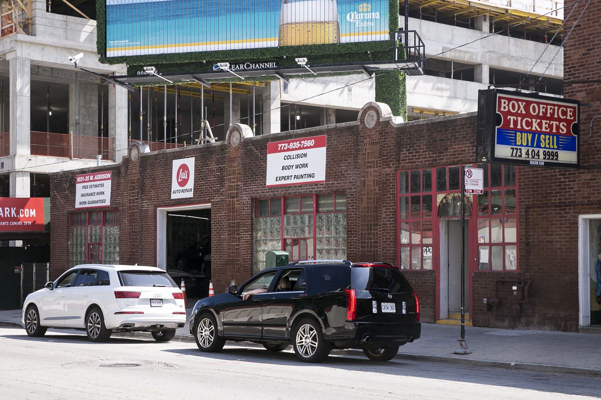 Luis Auto Repair, 1031 W. Addison. | Ashlee Rezin / Sun-Times