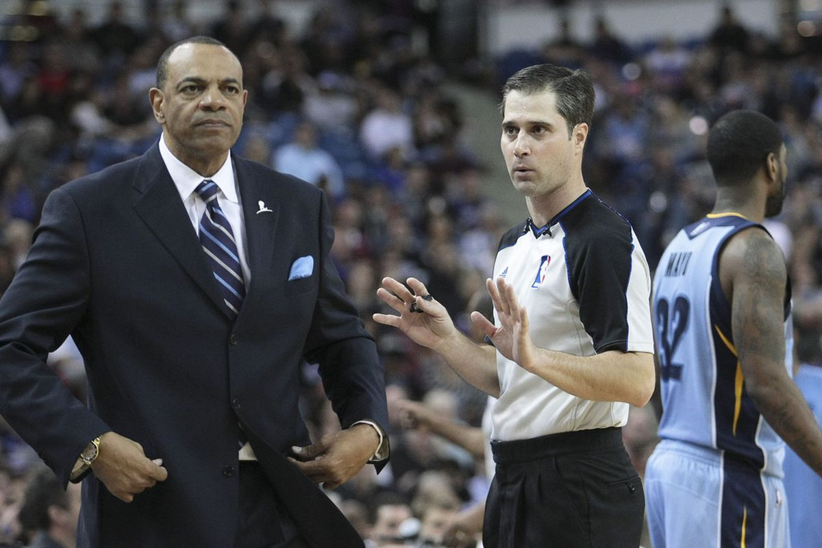 Lionel Hollins is not impressed by the ref's attempt at the electric slide.