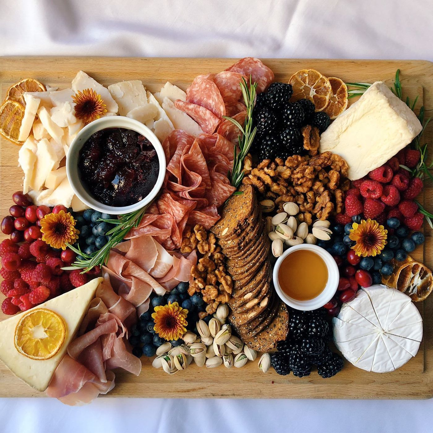 How To Make A Trendy Cheese Plate Eater