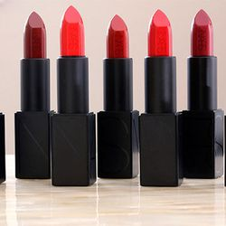 "<span class=""credit"">Image via <a href=""http://www.makeupandbeautyblog.com/product-reviews/nars-audacious-lipstick-review/"">Makeup & Beauty Blog</span>"