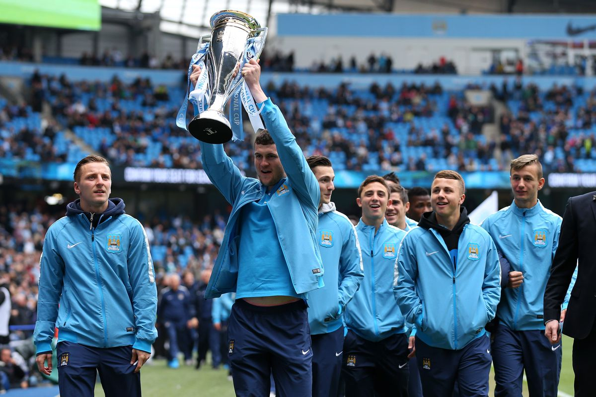Manchester EDS squad lifting the Premier League trophy in 2014